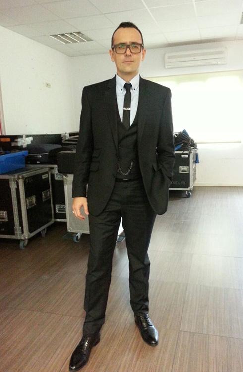 Risto Mejide con traje a medida negro de Exquisuits